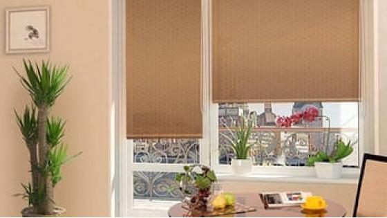 Какие рулонные шторы на балкон купить?